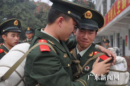 广东武警数千名新战士赴基层执勤 相约大运安保