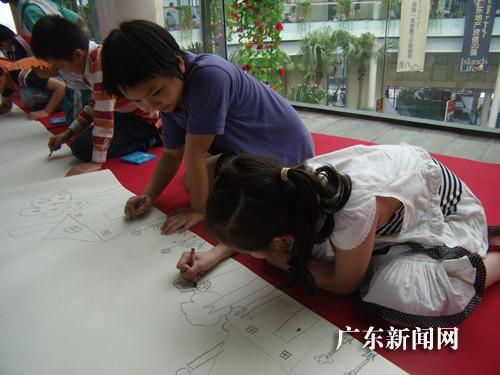 放飞梦想,儿童展示绘画天分.-关爱儿童 颐和盛世 五一嘉年华活动 图片