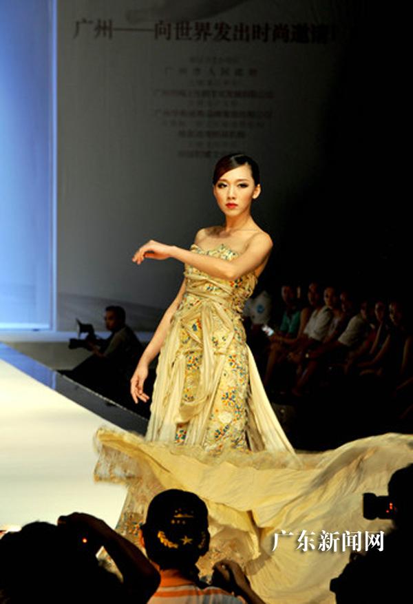 特展示中国十佳服装设计师屈汀南潮流服饰.-中国 广州 国际模特大