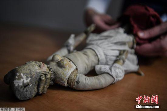 近日,法国里昂,当地将拍卖一个18世纪法国路易十六王朝时期罕见的宫廷娃娃。