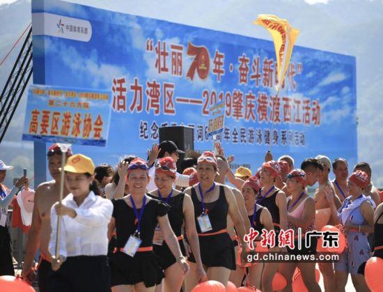 600名游泳健儿组成27个方队 主办方供图
