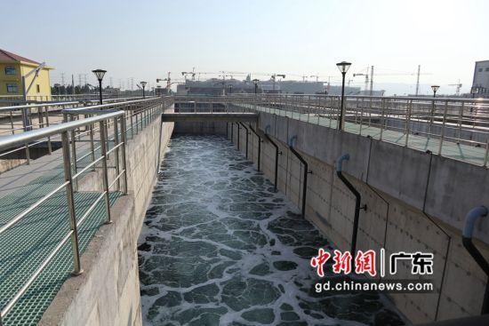 潮南区纺织印染环保综合处理中心的污水处理厂 卢育辛摄