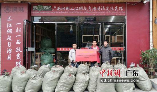 深圳皇岗边检站帮扶广西良冲村发