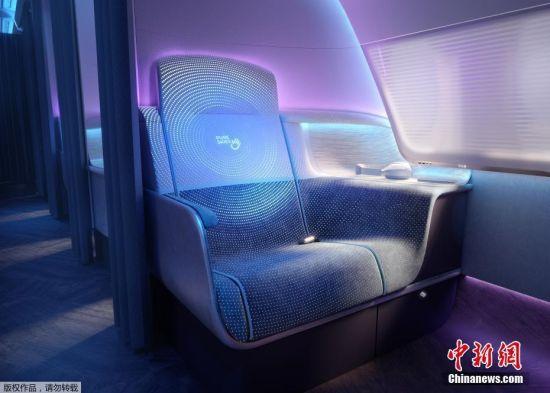 """8月10日消息,据英国《太阳报》报道,近期,英国研发人员展示了""""未来飞机""""机舱的概念设计,设计的重点在于保护旅客,改善卫生水平,提高飞行质量。报道称,新型机舱内的座椅将采用具有紫外线清洁功能的材料制作,可以""""杀死""""病毒。"""