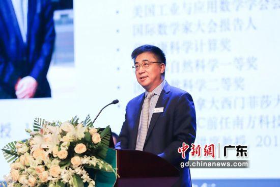 UIC校长、中国科学院院士汤涛教授向家长介绍学校的办学特色。杨炜民摄
