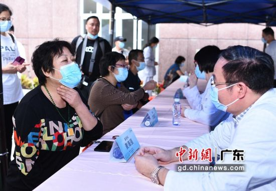 全国性肿瘤防治科普宣传活动在广州启动 陈�]供图