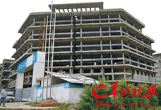 每层层高被加高并且一层改两层,总建筑面积也大幅提高至十余万平方米.